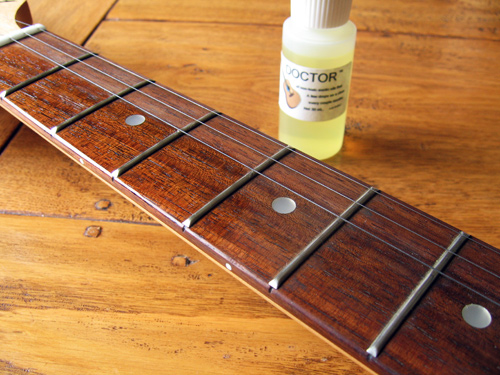 Rosewood fretboard half oiled with Fret Doctor