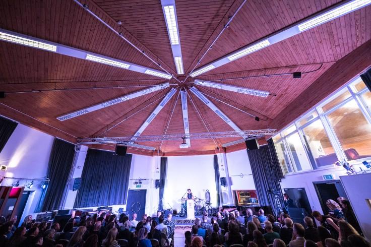 Octagonal live room